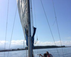 帆で風を受ける