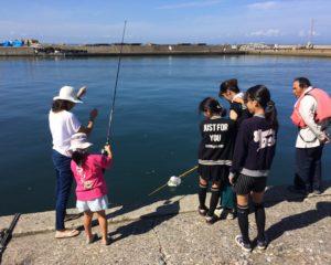地元の釣り家族と交流