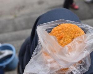 小桜精肉店のコロッケ(東三日市駅)