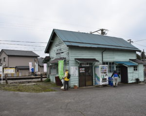 居酒屋かみ平や地産の黒部が近い舌山駅