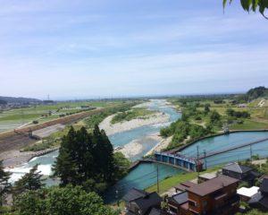 扇頂から黒部川と扇状地を眺める