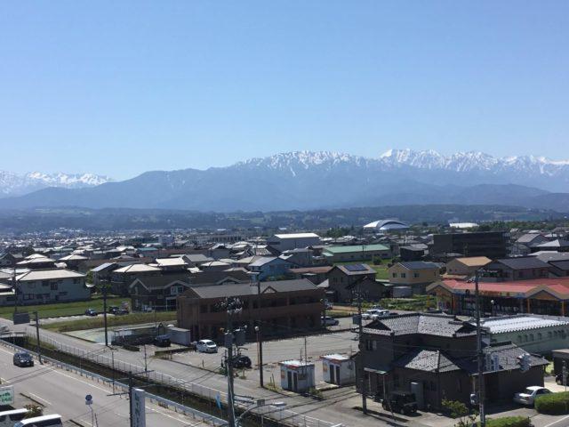 立山連峰の北端、僧ヶ岳を生地から眺める