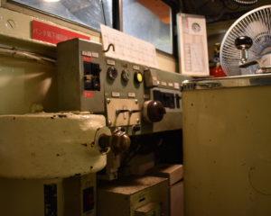 凸型機関車の操縦室1