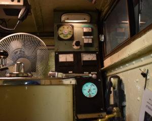 凸型機関車の操縦室2