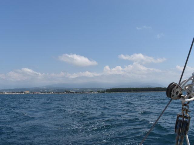 海は広いし山は高い
