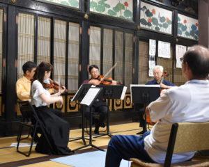 お寺での演奏