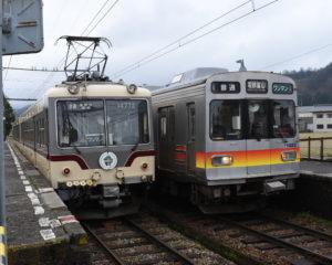 レトロな列車2車両と出会える舌山駅