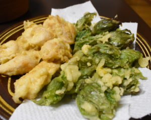 右がフキノトウの天ぷら