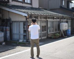 中野豆富店前で