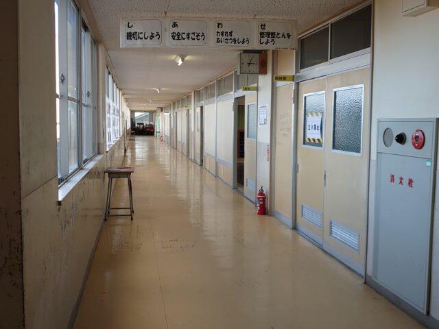 前沢小学校の廊下