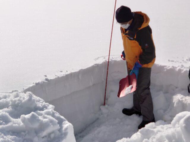雪の密度を調べます!